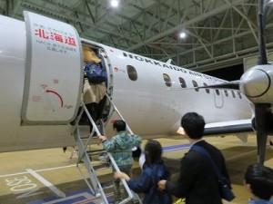 36人乗りの飛行機に、2班に分かれて搭乗です。