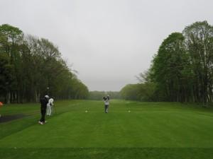 雨の中でプレー